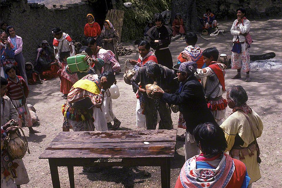 The Wixaritari Cleansing Themselves During Easter - Photograph ©Juan Negrín 1979-2018