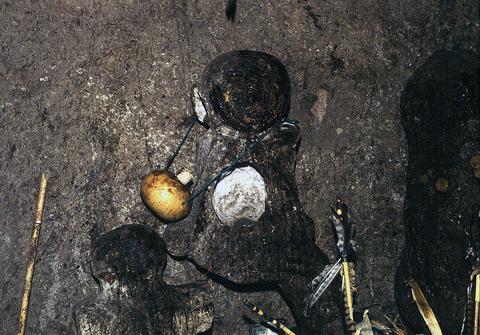 The Idol, Memu, of Tatewari at Teakata - Photograph ©Juan Negrín 1976-2018