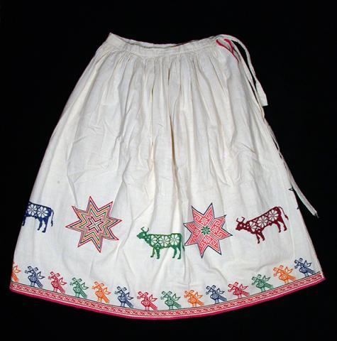Girl's embroidered skirt - Photograph ©Yvonne Negrín