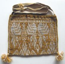 Shoulder bag (kutchuri) made from wool and plant dye. Artist: Maria Sandoval