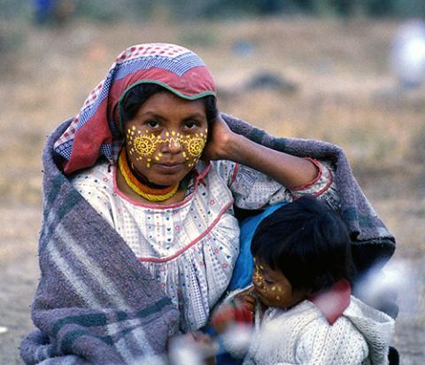 Xitaima - Lucía Lemus de la Cruz, Wirikuta 1978 ~ Photograph ©Juan Negrín